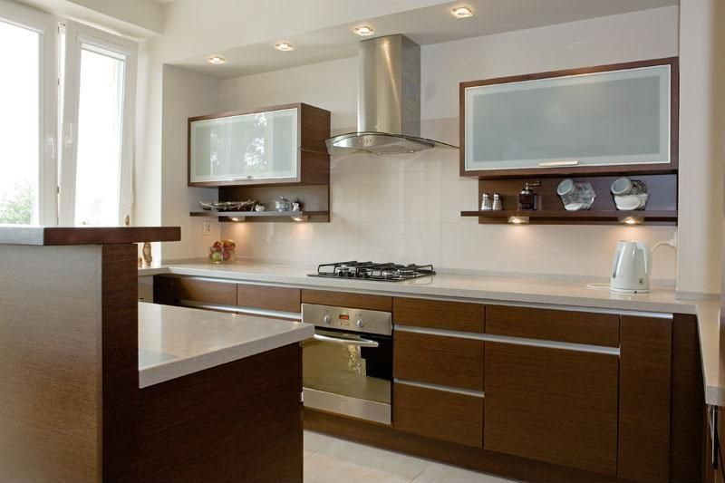 Modern Kitchen with European Cabinets & High ceiling   -> Kuchnie Kolory Ścian Galeria