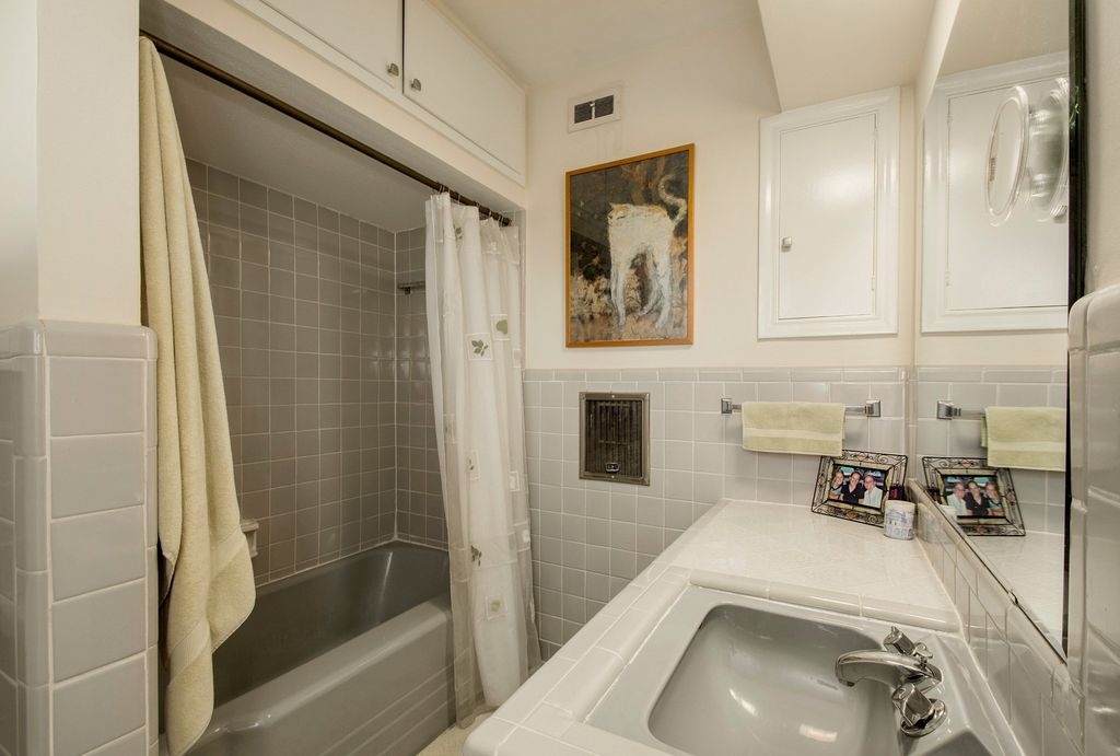 contemporary full bathroom in dallas, tx | zillow digs | zillow