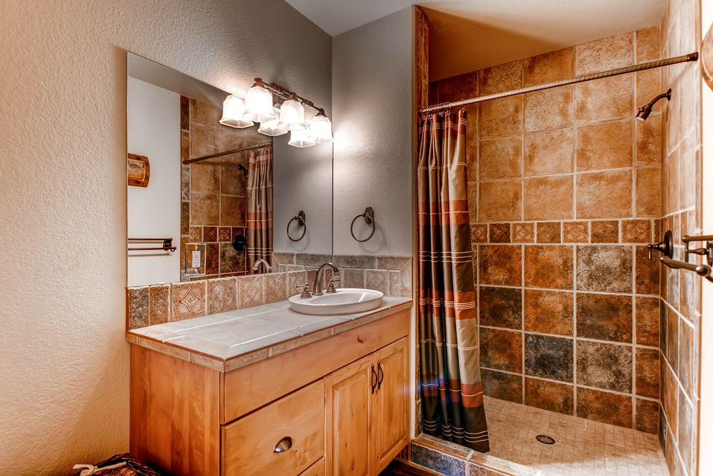 Contemporary 3 4 bathroom in monument co zillow digs for Bathroom ideas zillow