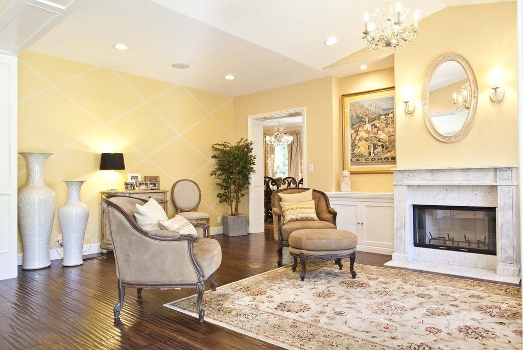 Traditional Living Room With Wall Sconce Chandelier In Los