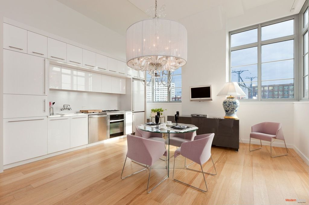 Modern Dining Room With High Gloss And Matte Lacquered Kitchen Cabinet Do Ceiling