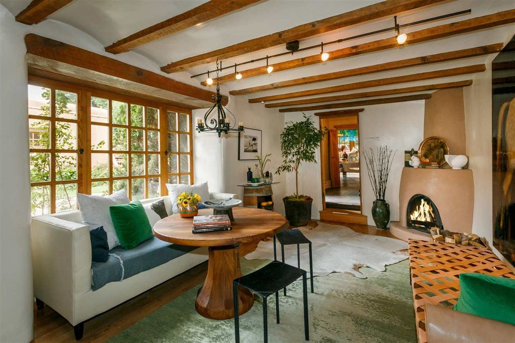 Rustic Living Room Carpet Design Ideas & Pictures | Zillow Digs ...
