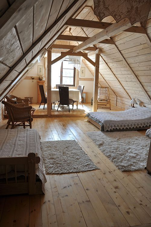 cottage guest bedroom with reclaimed wood plank wall daybed zillow digs zillow. Black Bedroom Furniture Sets. Home Design Ideas