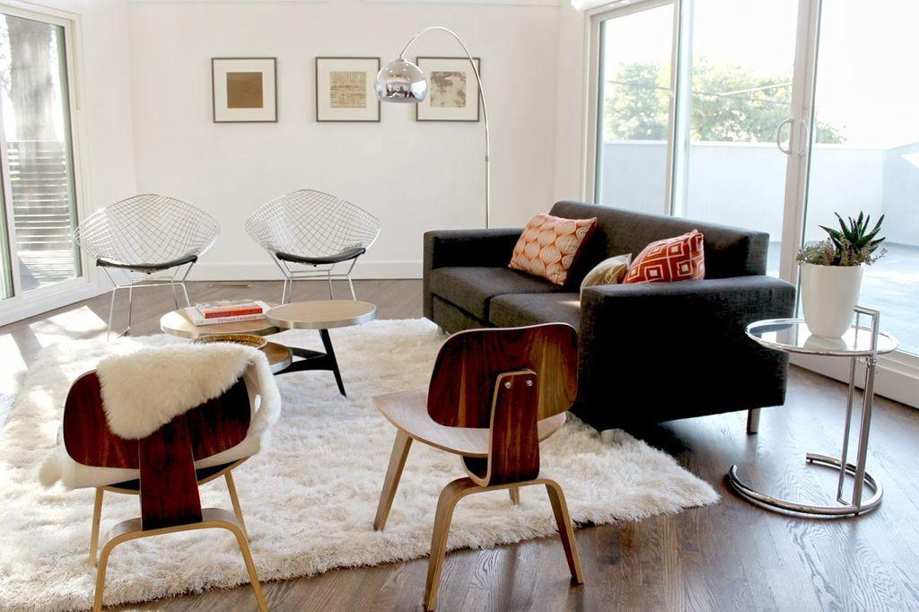 Modern Living Room with Hardwood floors & High ceiling in LOS ...