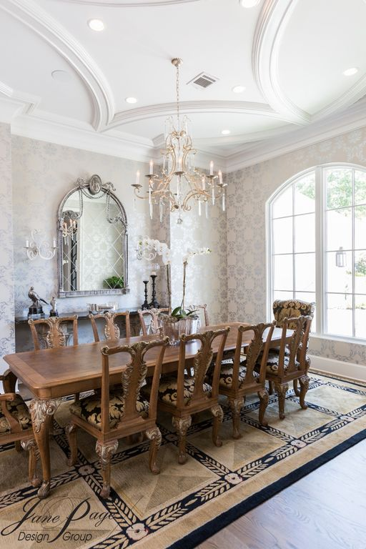 Traditional Dining Room With Chandelier Wall Sconce Interior Wallpaper High Ceiling Carpet