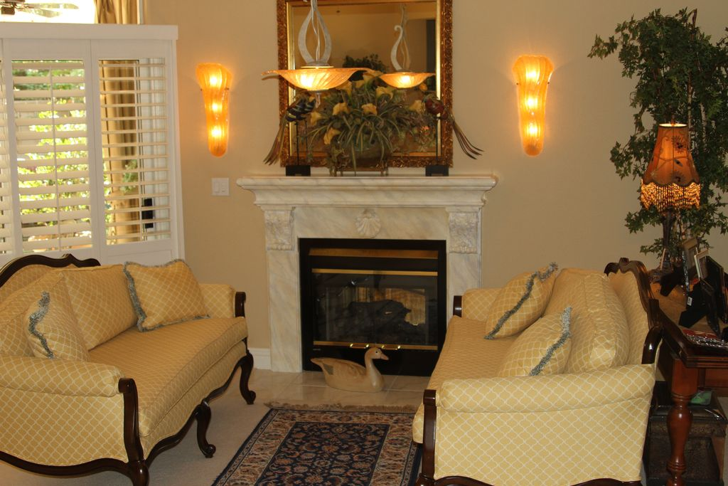 Traditional Living Room With High Ceiling Wall Sconce In Fresno