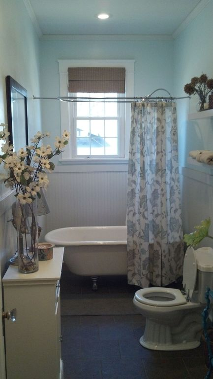 Charming Cottage Full Bathroom With Clawfoot Bathtub, Crown Molding, Wainscoting, M.  Style Lotus