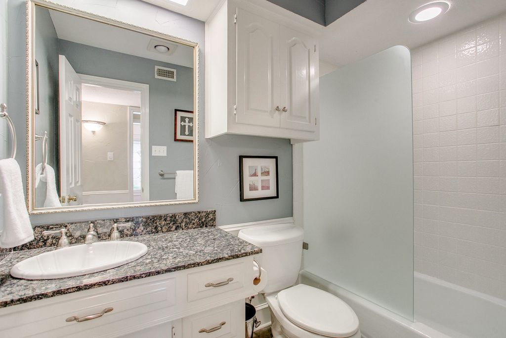 Traditional Full Bathroom In DALLAS, TX