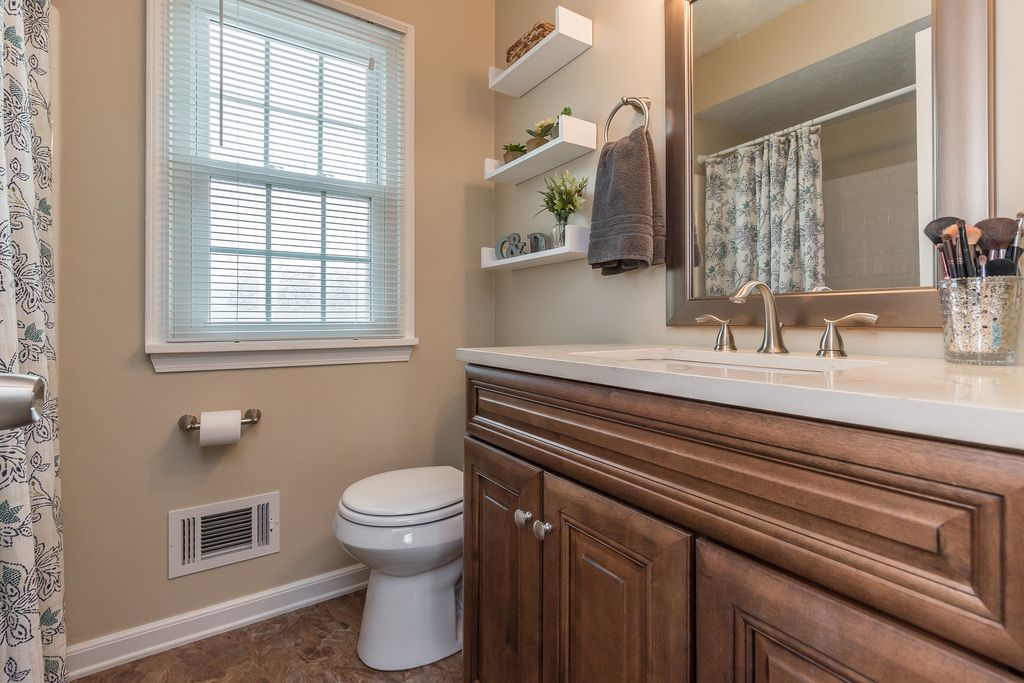 Traditional Full Bathroom In Louisville Ky Zillow Digs Zillow