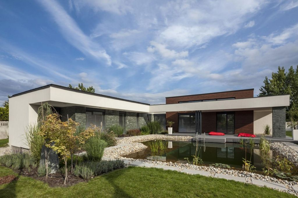 Modern exterior of home by lang lequang zillow digs zillow for Modern house zillow