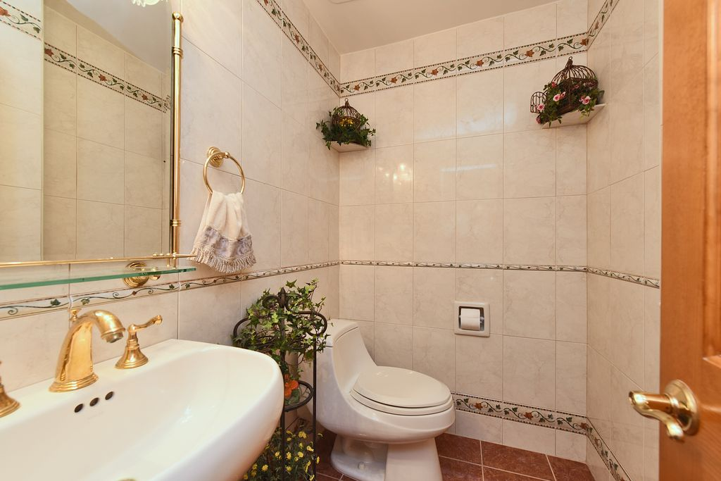 Traditional Powder Room | Zillow Digs | Zillow