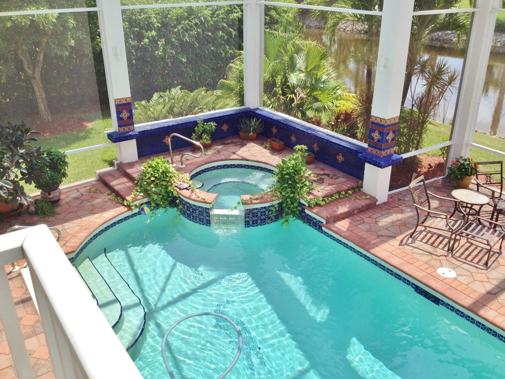 Mexican swimming pool inspiration mexican swimming pool for Pool design with hot tub
