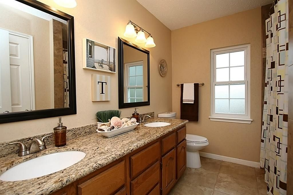 Traditional Full Bathroom In SPRING, TX
