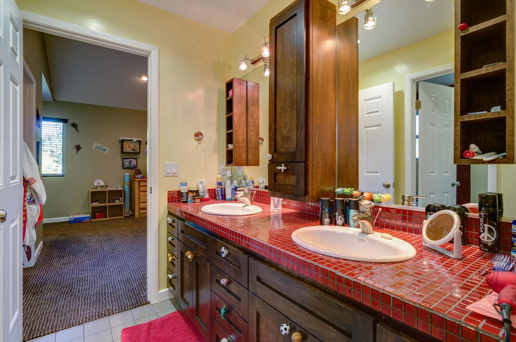 Traditional Kids Bathroom With Drop In Sink Flush In North