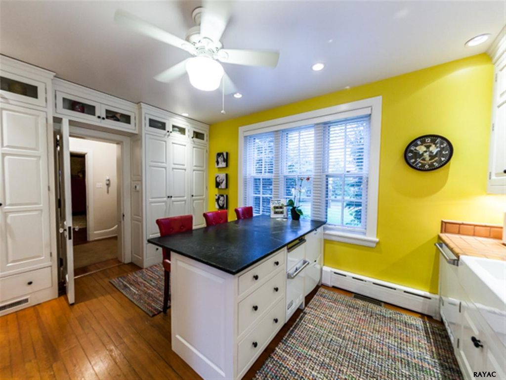 Traditional Kitchen With U Shaped Kitchen Island In York Pa Zillow Digs Zillow