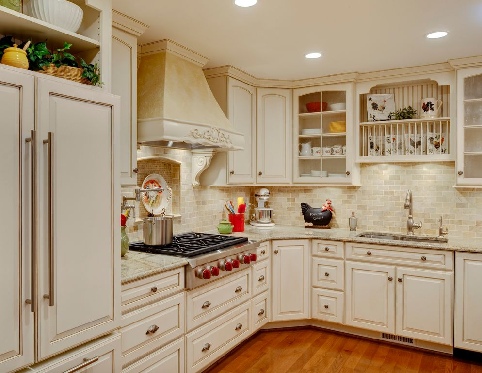Country Kitchen With Mazama Hardwood   Smooth South American Collection  Cappuccino, Giallo Fantasia Granite Countertop