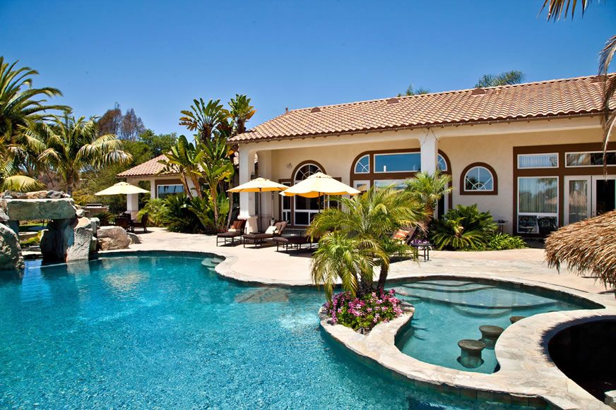 Mediterranean Swimming Pool With Arched Window By Elmer And Lupe Brizuela Zillow Digs Zillow