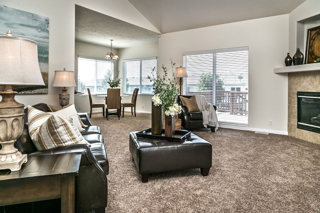 Room With Carpet amp High Ceiling In Omaha NE Zillow Digs