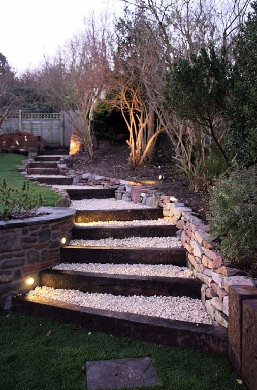 Traditional landscape and yard zillow digs zillow for Eclairage escalier exterieur led