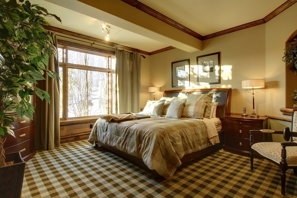 Traditional Master Bedroom With Crown Molding High Ceiling Zillow Digs Zillow