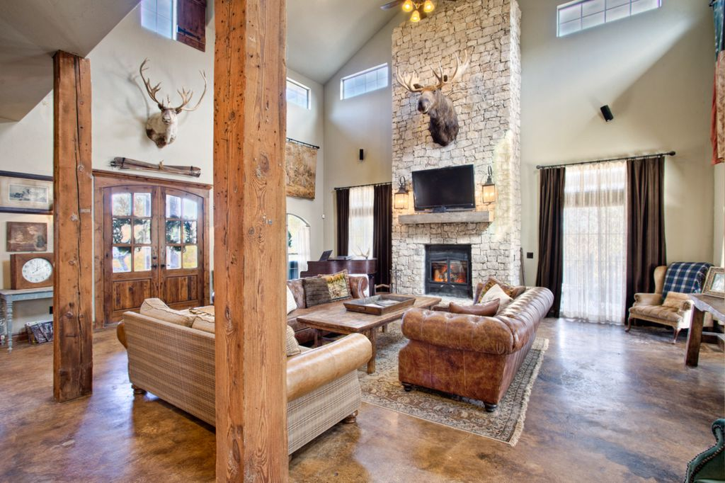 Rustic Living Room with Wall sconce & Concrete floors in Newalla ...