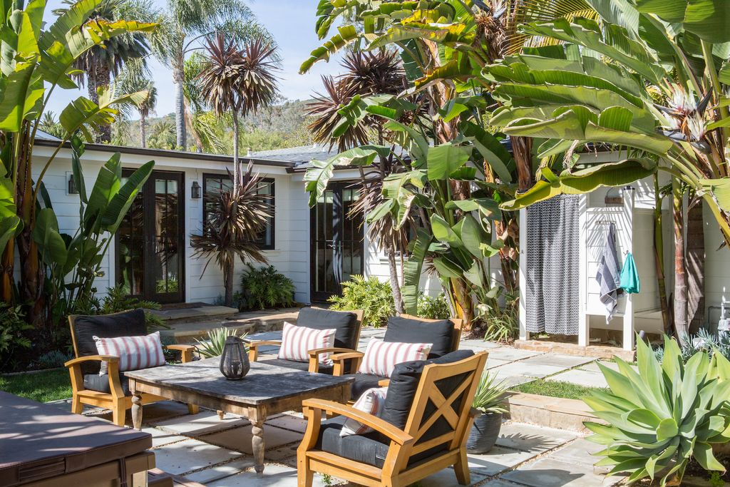 Tropical Patio in LAGUNA BEACH, CA | Zillow Digs | Zillow on Tropical Patio Ideas id=24081