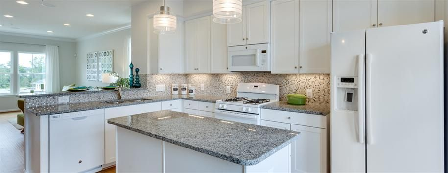 Bianco Catalina Granite : Traditional kitchen with hardwood floors crown molding