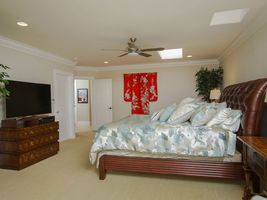 asian guest bedroom with carpet chesterfield leather sleigh bed speed zone linen carpet: zones bedroom wallpaper