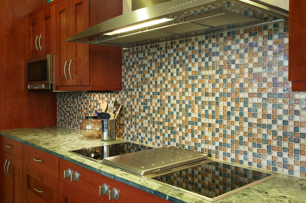 glass tile backsplash - How To Choose Kitchen Backsplash