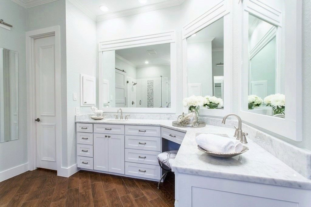 transitional master bathroom with hardwood floors built in bookshelf crown molding high - Bathroom Crown Molding