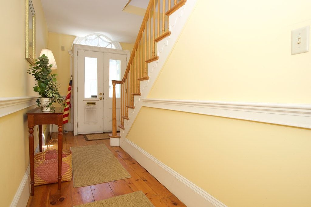 Chair Rail Entryway Part - 26: Traditional Entryway With Chair Rail, Carpet, Hardwood Floors