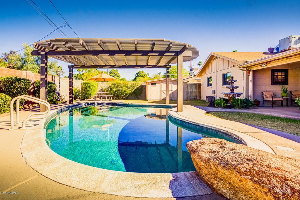 Traditional Swimming Pool In Phoenix Az Zillow Digs Zillow