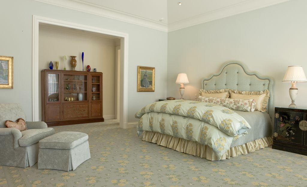 Traditional Master Bedroom With Interior Wallpaper Carpet