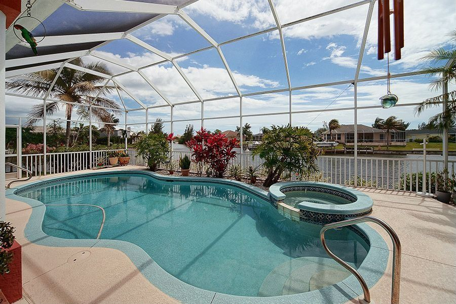 Traditional Swimming Pool With Pool With Hot Tub Skylight In Cape Coral Fl Zillow Digs Zillow