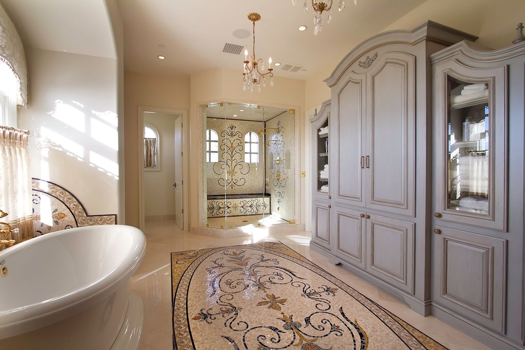 Traditional Master Bathroom With Vinyl Floors By Gary