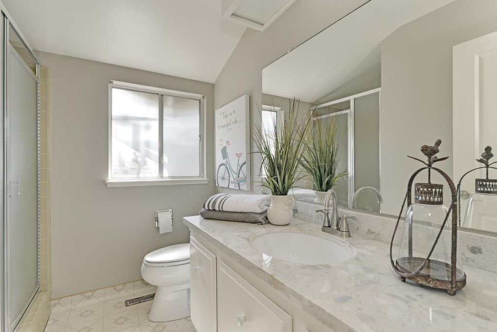Full bathroom in saratoga ca zillow digs zillow for Bathroom ideas zillow