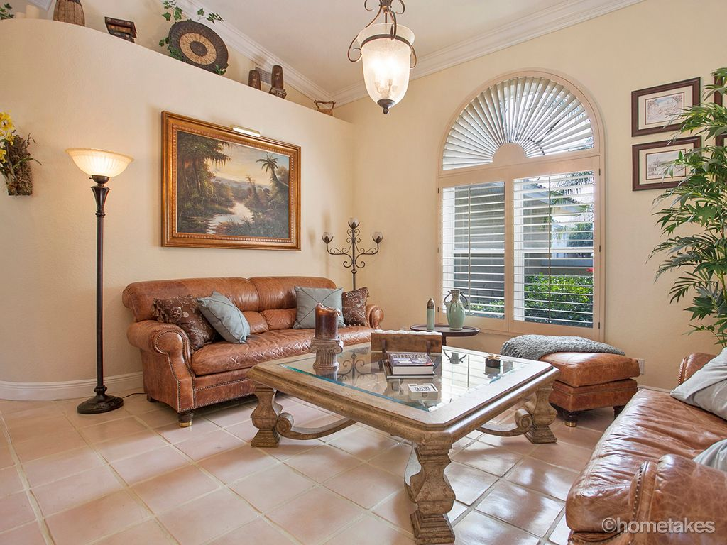 Traditional Living Room With Crown Molding High Ceiling In Palm Beach Gardens Fl Zillow