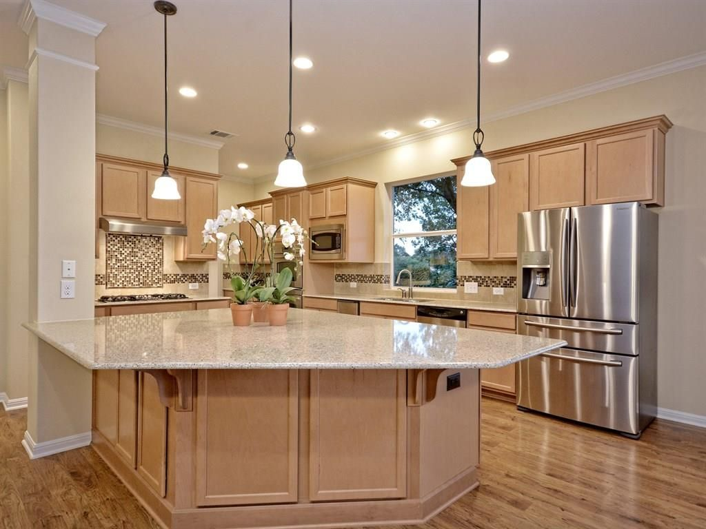 Kitchen with Hardwood floors & High ceiling in Austin, TX | Zillow ...