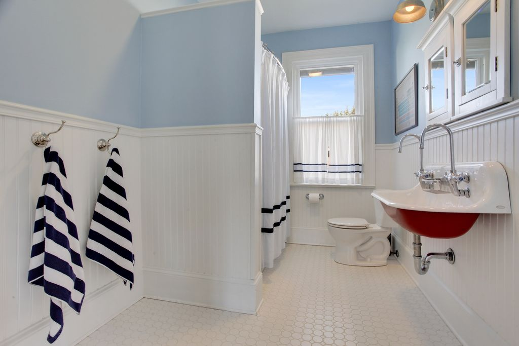 Traditional Full Bathroom With Paintable White Beadboard Wainscoting Built In Bookshelf Crown