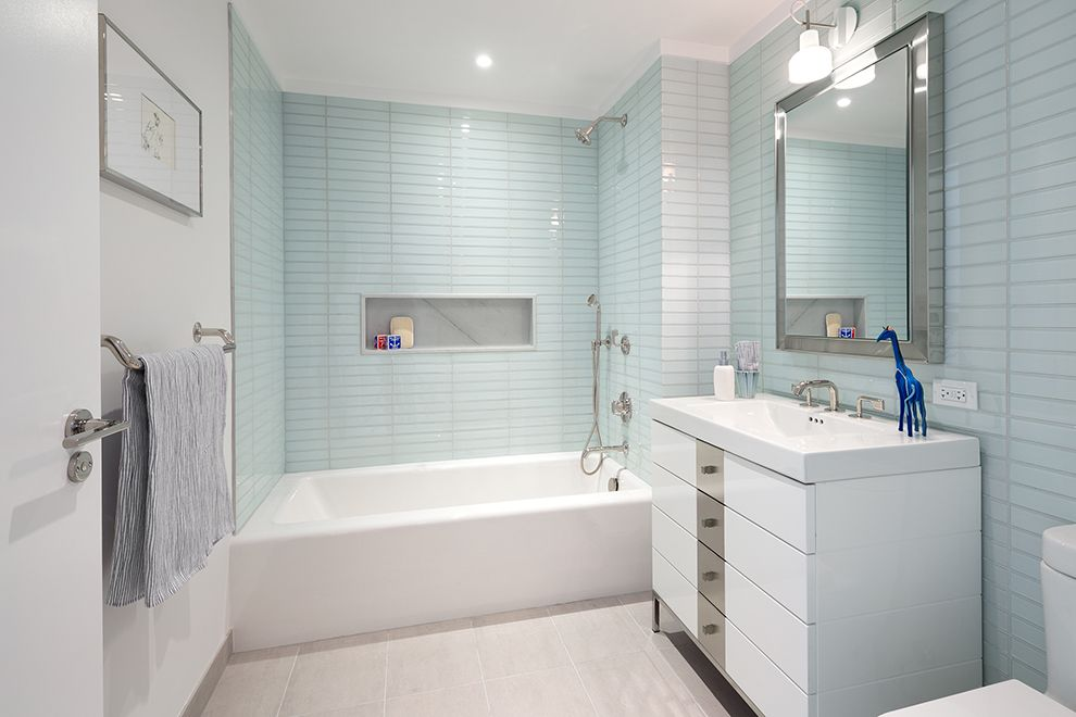Contemporary Full Bathroom With Moonlight 2x8 Glass Field Tile Platinum Due 48 Glossy White