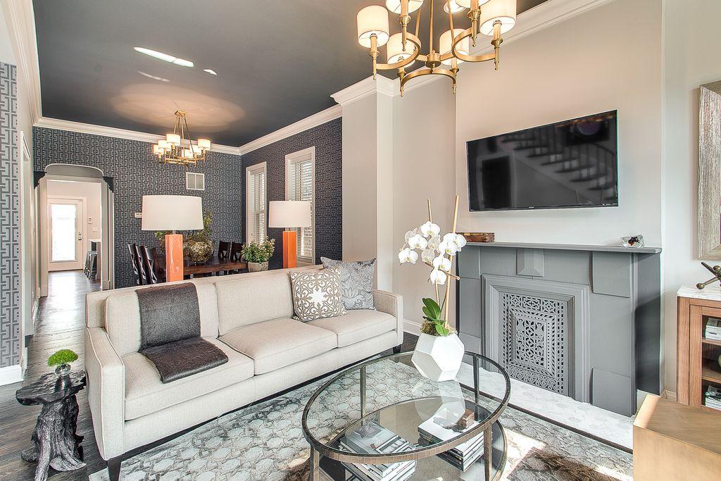 Contemporary Living Room With Chandelier NuLOOM Handmade Modern Keyhole Trellis Leather Viscose Grey Rug