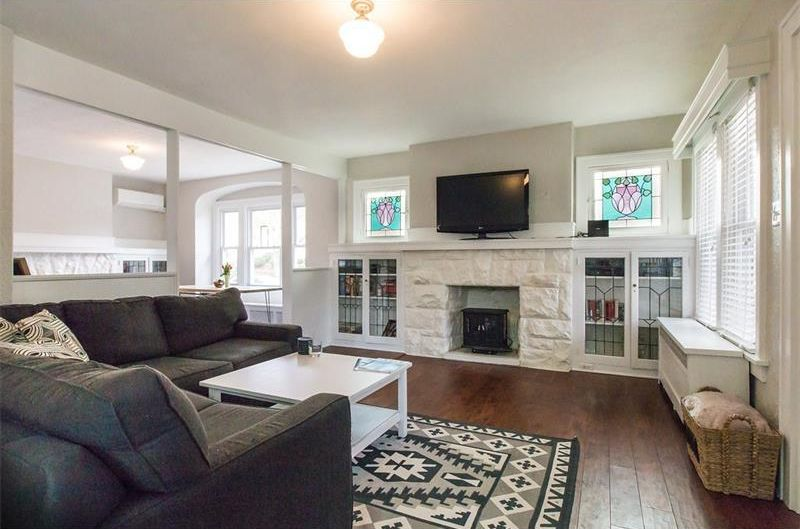 Traditional Living Room In Pittsburgh Pa Zillow Digs