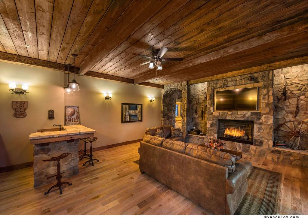 Rustic Great Room With Ceiling Fan Amp Crown Molding In