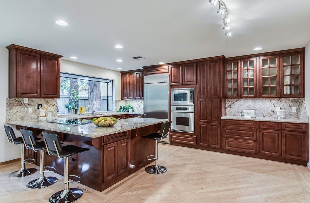 Traditional Kitchen With Glass Panel Complex Granite In Rancho Cordova Ca Zillow Digs Zillow