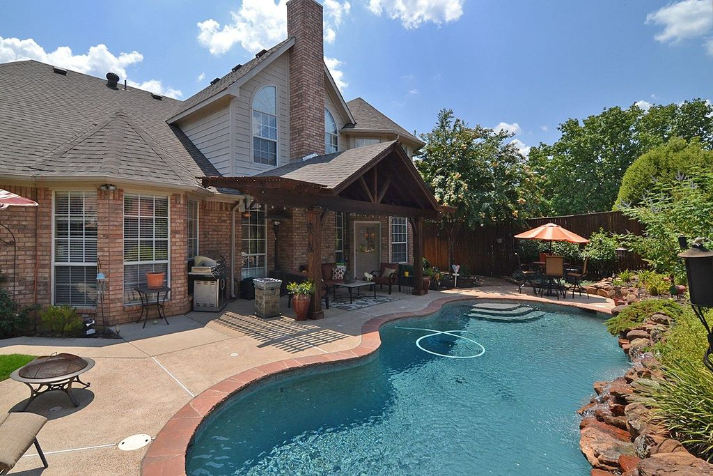 Rustic Swimming Pool With Fence Outdoor Kitchen In