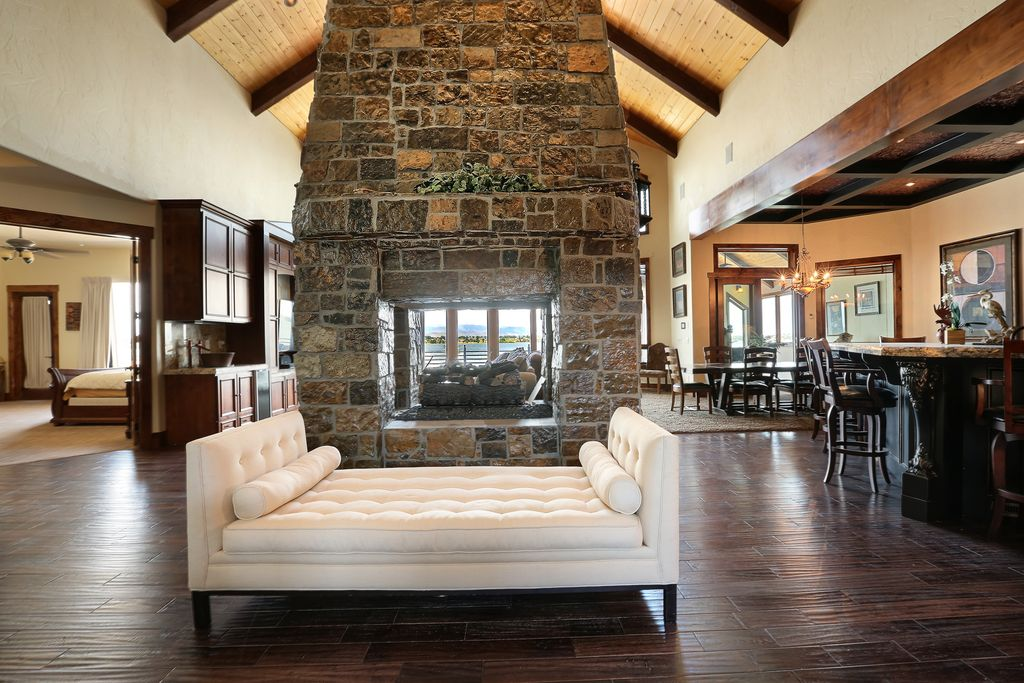 Double Sided Fireplace Design Ideas & Pictures | Zillow Digs | Zillow