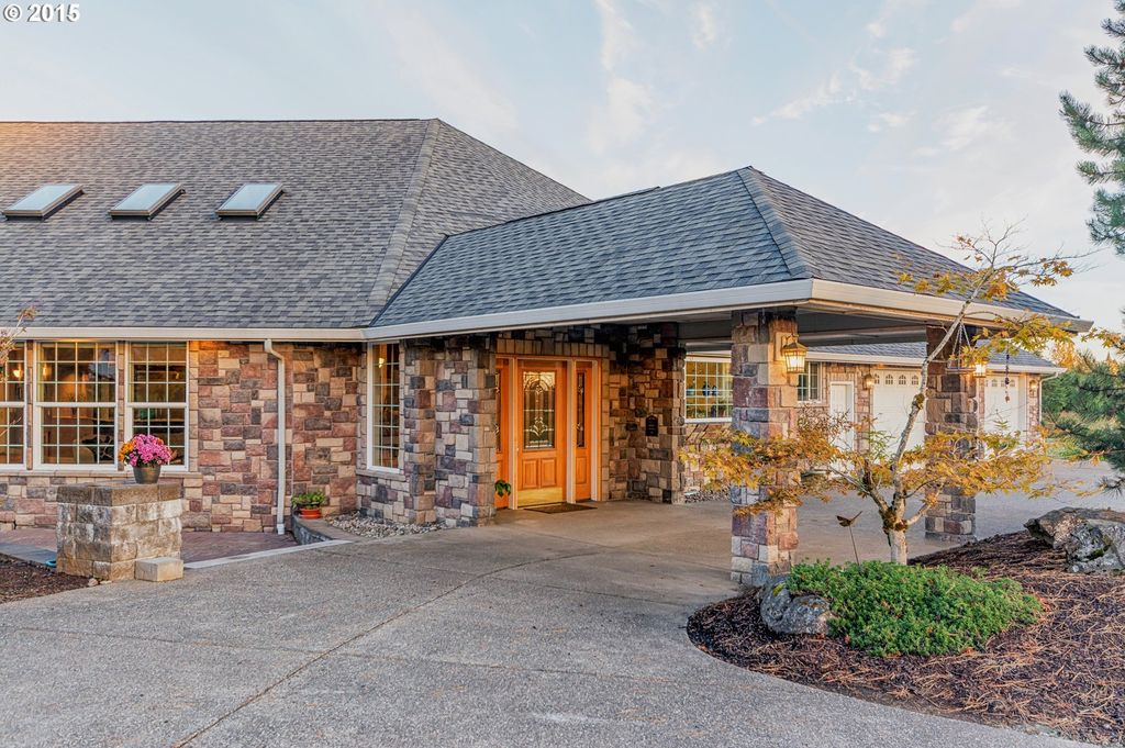 Rustic Exterior Of Home In La Center Wa Zillow Digs