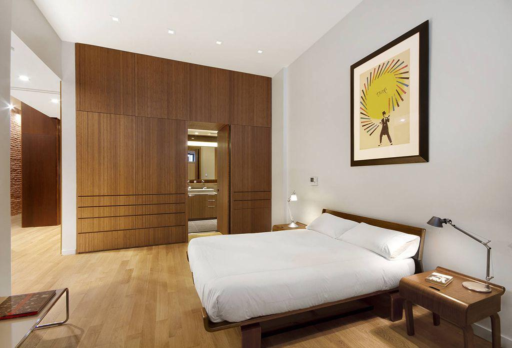 2 tags modern master bedroom with tolomeo midi led table lamp laminate floors