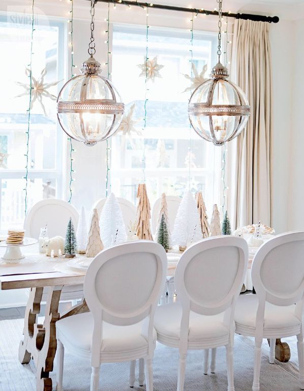 Contemporary Space with Christmas decor | Zillow Digs | Zillow