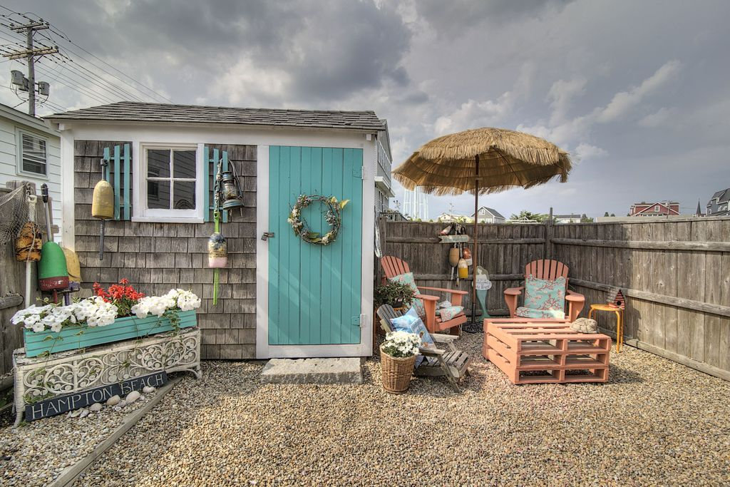 Cottage Patio With Outdoor Umbrella Garden Shed In Hampton Nh